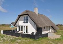 Hus med sauna midt i smukt lyngklædt landskab. Kat. nr.:  B2408, Heden 5;