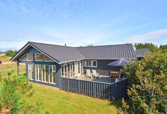 Ferienhaus mit Wintergarten, Gefrierschrank & Whirlpool