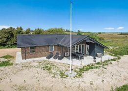Dejligt sommerhus med spa og sauna tæt på Vesterhavet. Kat. nr.:  B2566, Bjerregårdsvej 22