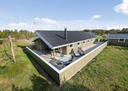 Røgfrit feriehus med internet og stor lukket terrasse