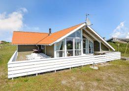 Skønt feriehus med lukket terrasse i rolige omgivelser. Kat. nr.:  B2665, Julianevej 11;