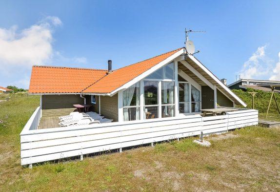Skønt feriehus med lukket terrasse i rolige omgivelser