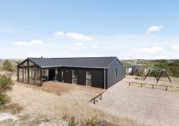 Femstjernet feriehus med sauna, udebruser og hurtigt internet