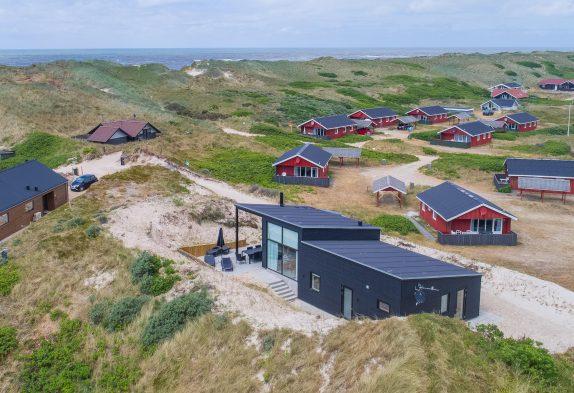 Nyt femstjernet feriehus med sauna kun 100 meter fra stranden