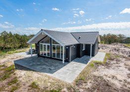Moderne feriehus med sauna, rolig beliggenhed og 350m til havet. Kat. nr.:  B2827, Bilbergsvej 20