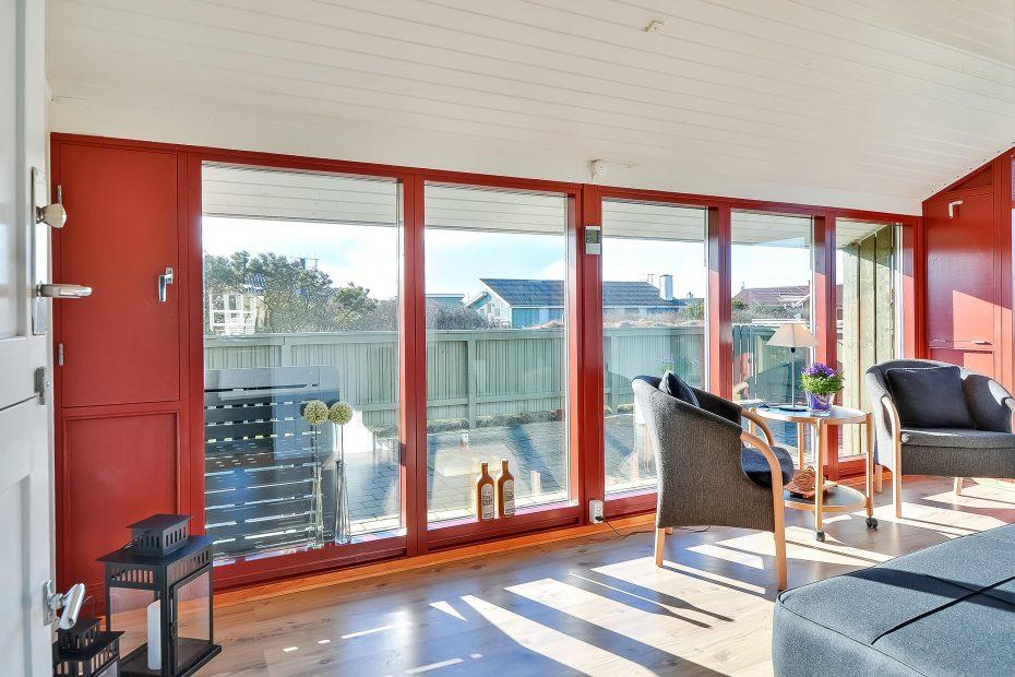 ferienhaus mit wintergarten und w rmepumpe esmark. Black Bedroom Furniture Sets. Home Design Ideas