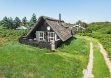 Hyggeligt feriehus med gode terrasser og havepavillion