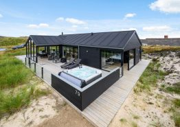 Luksussommerhus i Bjerregård med sauna og udespa. Kat. nr.: BB1000, Bilbergsvej 79;