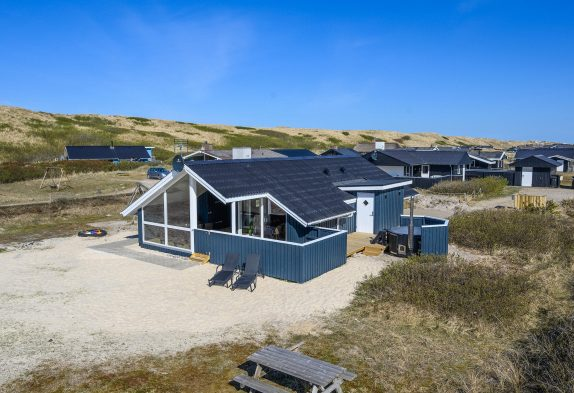 Tolles Ferienhaus nur 100 Meter vom Strand entfernt mit Badetonne