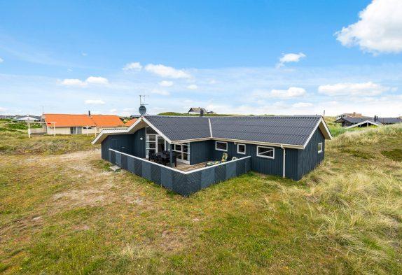 Klassisches Ferienhaus mit Whirlpool und Sauna inBjerregård
