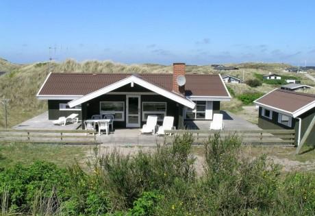 Veludstyret feriehus med stor terrasse