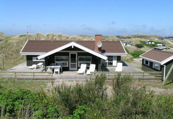 Gut ausgestattetes Ferienhaus mit großer Terrasse