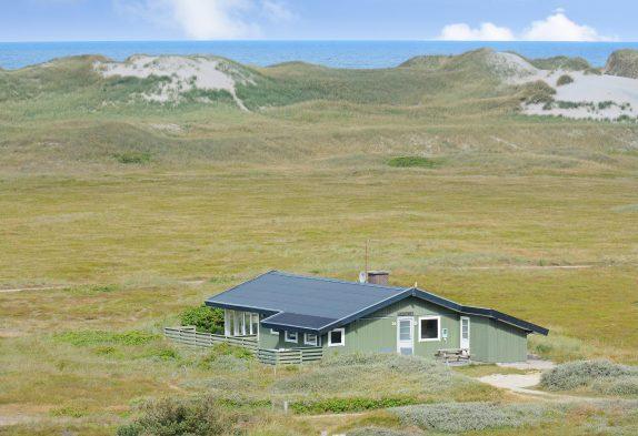 Sommerhus med udsigt til klitlandskab