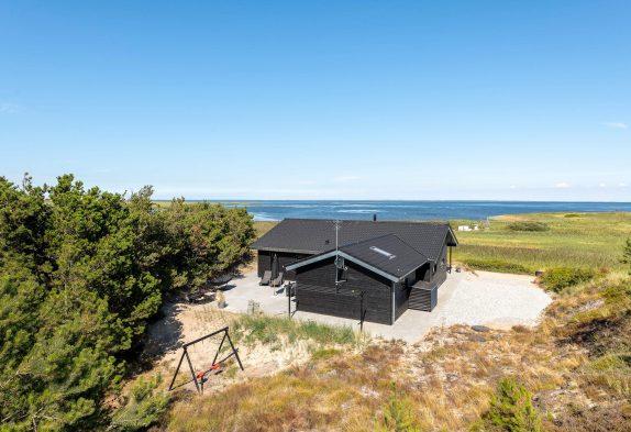 Lækkert feriehus med sauna, spa og fantastisk udsigt til fjorden