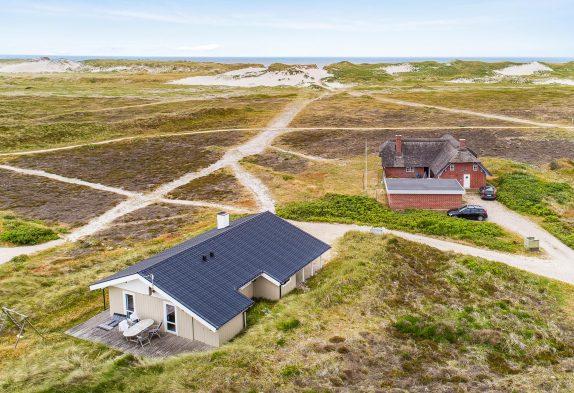 Ferienhaus mit Carport auf Naturgrund mit Dünenblick