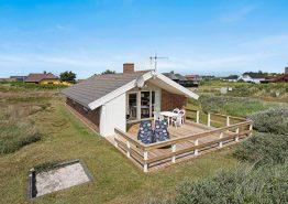 Yderst velholdt og billigt feriehus med terrasse