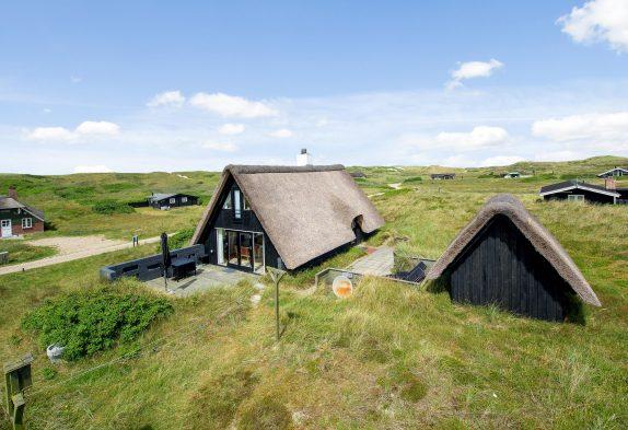 Ferienhaus mit Sauna und Reetdach in schöner Lage