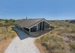 Gut ausgestattetes Haus mit geschlossener Terrasse (Bild 1)