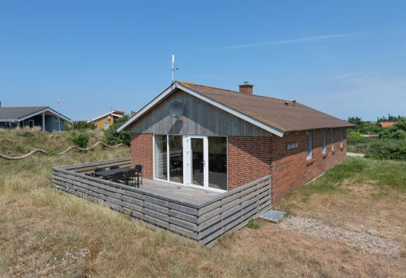 Renoveret feriehus – lukket terrasse og god beliggenhed