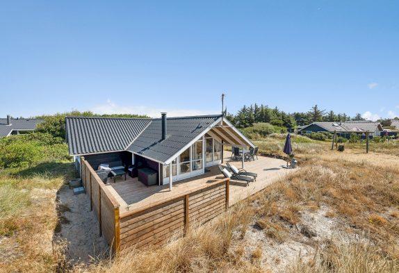 Røgfrit feriehus med stor terrasse