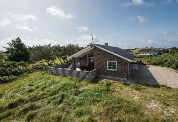 Neues Ferienhaus mit schöner Terrasse nah am Fjord
