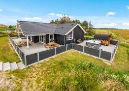 Stort feriehus med udendørs spa, sauna og fantastisk fjordudsigt. Kat. nr.: D3849, Laust Diges Vej 47;