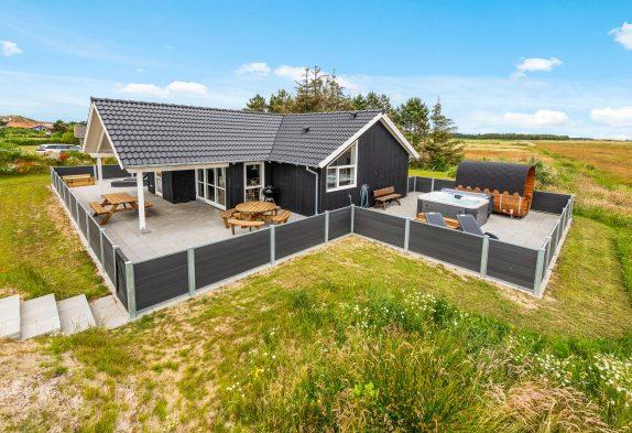 Großes Ferienhaus mit Außenwhirlpool, Sauna und herrlichem Fjordblick