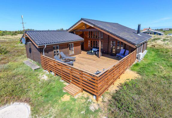Rustikales Blockhaus auf einem schönen Naturgrundstück