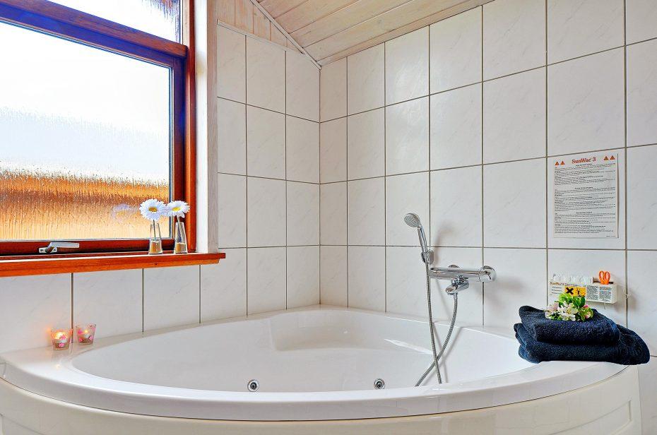 luxusferienhaus mit schaukel und sandkasten esmark. Black Bedroom Furniture Sets. Home Design Ideas
