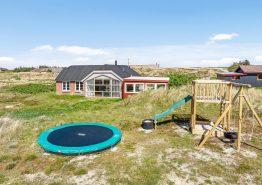 Lækkert sommerhus med udespa og infrarød-sauna