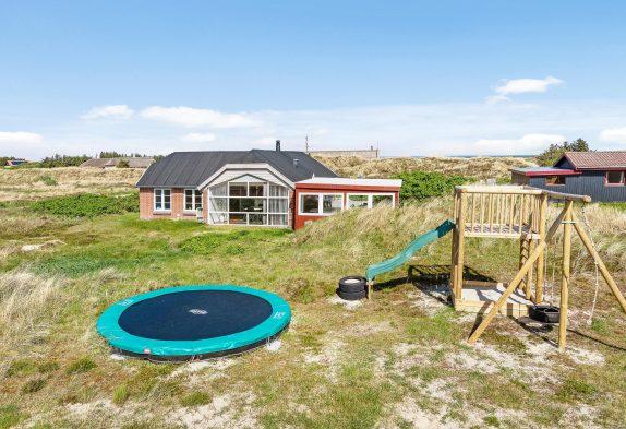 Lækkert sommerhus med udespa og sauna