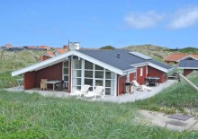 Hus på fredelig naturgrund ved klitter og tæt på havet. Kat. nr.:  E4127, Mettes Bjerg 45;