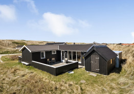Skønt feriehus på dejlig klitgrund tæt på havet