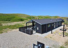 Qulitätshaus mit Aktivitätsraum und geschlossener Terrasse