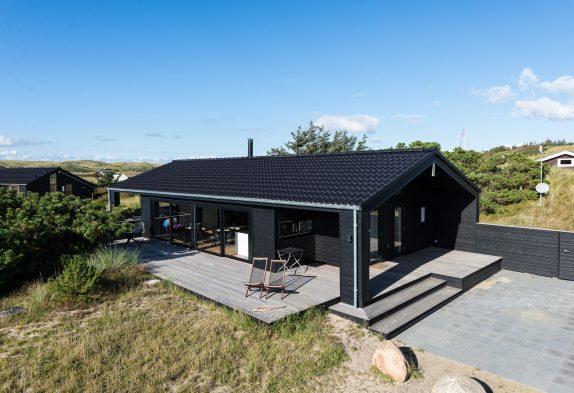 Sommerhaus in ruhiger Lage mit überdachter Terrasse