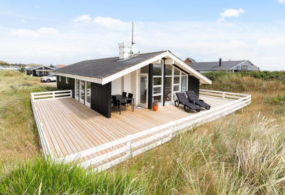 Ferienhaus mit Sauna und Terrasse dicht am Strand