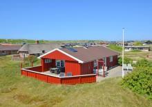 Hyggeligt feriehus med skønne terrasser ved Vesterhavet. Kat. nr.:  E4517, Granvej 19;