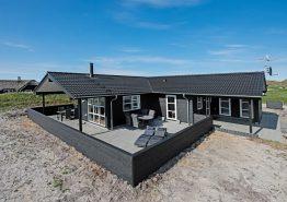 Schönes und strandnahes Ferienhaus mit tollen Terrassen. Kat. nr.:  E4531, Tingodden 111;