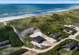Schönes Ferienhaus am Strand, Sand und Wasser