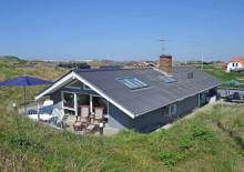 Hus med lægivende klit ved Vesterhavet. Kat. nr.:  E4653, Mettes Bjerg 3 B;