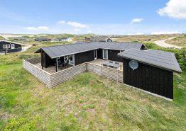 Feriehus med sauna, hund tilladt og skøn strandnær beliggenhed