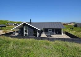 Luksussommerhus ved stranden med spabad og sauna. Kat. nr.:  E4759, Granvej 22;