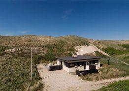Gemütliches Ferienhaus mit fantastischem Ausblick und nur 75 Meter vom Strand entfernt. Kat. nr.:  E4920, Tingodden 193;
