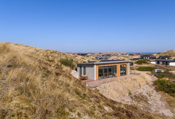 Sommerhus med panoramaudsigt kun et stenkast fra Vesterhavet
