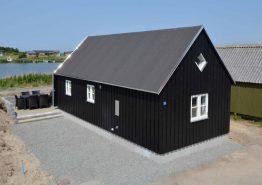 Moderne hytte med smuk udsigt til havn og fjord