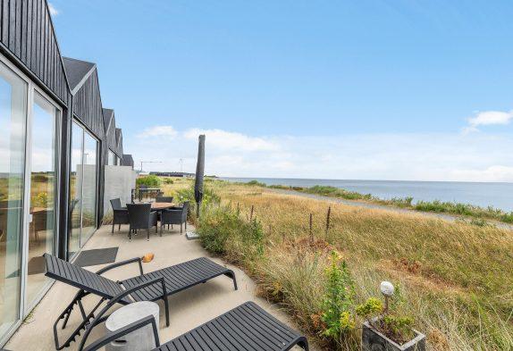 Feriehus med sauna, spa og fjordudsigt i hjertet af Hvide Sande