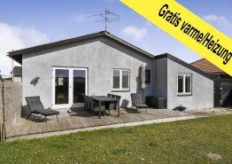 Hyggeligt feriehus med lukket have i Hvide Sande tæt på hav og by. Kat. nr.:  F4741, Engvej 9;