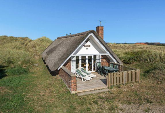 Hyggeligt feriehus med skøn terrasse og god beliggenhed