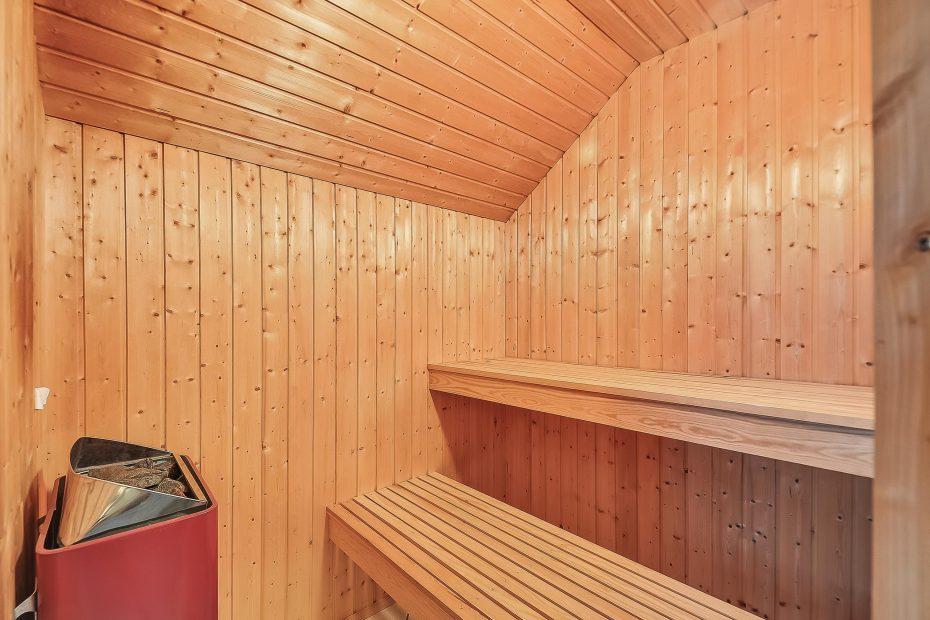 gepflegtes ferienhaus mit sauna auf naturgrundst ck esmark. Black Bedroom Furniture Sets. Home Design Ideas
