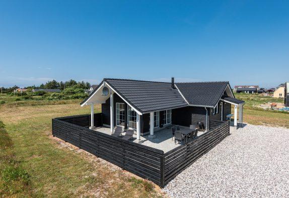 Holzhaus mit geschlossener Terrasse – nahe dem Fjord